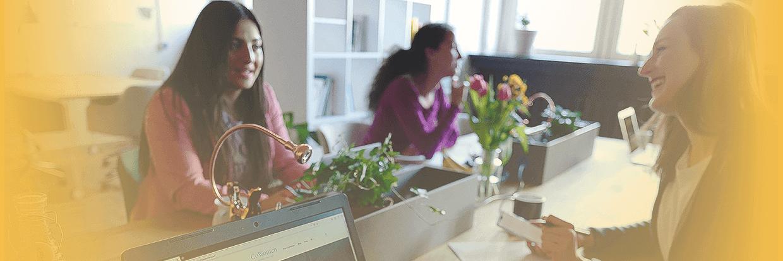 3 Frauen am Schreibtisch
